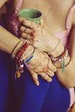 Kobiet ręki z mehndi Zdjęcia Stock