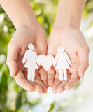 Kobiet ręki z papierowymi kobietami Zdjęcie Stock
