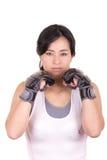 Kobiet sztuk samoobrony mieszany wojownik jest ubranym MMA zdjęcia royalty free