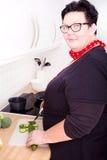 Kobiet tnący warzywa Zdjęcie Royalty Free