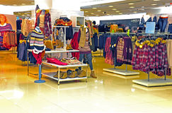Kobiet zima sklep odzieżowy Obrazy Royalty Free