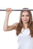 Kobieta ćwiczy na ciągnienie barze obraz royalty free