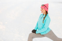 Kobieta ćwiczy wśród śniegu i lodu Fotografia Stock