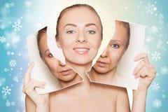 Kobieta łama fotografię z jej starą twarzą i demonstrować czystą skórę Obraz Stock