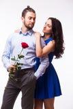Kobieta ściska jej chłopaka trzyma róży Zdjęcie Stock