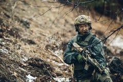 Kobieta żołnierza członek leśniczego oddział zdjęcie stock