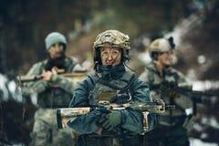 Kobieta żołnierza członek leśniczego oddział obraz royalty free