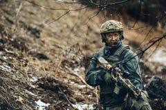 Kobieta żołnierza członek leśniczego oddział zdjęcia stock