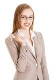 Kobieta agent trzyma klucze Zdjęcia Stock