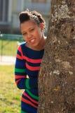 kobieta amerykańska piękna czerń parka drzewa kobieta Obrazy Royalty Free
