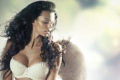 Kobieta anioł z zmysłowym ciałem Fotografia Stock
