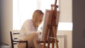 Kobieta artysty obrazu akwareli farby zbiory wideo