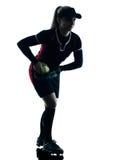 Kobieta bawić się softballi graczów sylwetkę odizolowywającą obraz royalty free