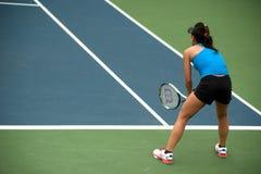 Kobieta bawić się tenisa. Obraz Royalty Free
