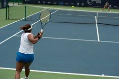Kobieta bawić się tenisa. Obrazy Stock