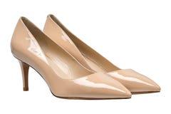 Kobieta beże lacquered glansowani buty Obrazy Royalty Free