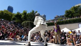 Kobieta białego kostiumu dancingowy festiwal Vancouver Kanada Lipiec 2016 zbiory