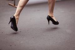Kobieta bieg na piętach Fotografia Stock