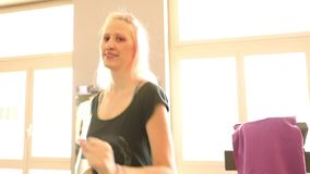 Kobieta bieg w gym zdjęcie wideo