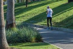 Kobieta bieg w miasto parku obrazy royalty free