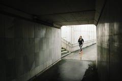 Kobieta bieg w mie?cie zdjęcie royalty free