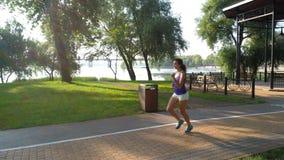 Kobieta bieg w parku outdoors zbiory