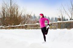 Kobieta bieg w zimie zdjęcie royalty free