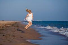 Kobieta biega na wodzie Fotografia Royalty Free