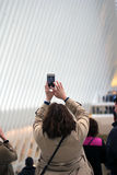 Kobieta bierze fotografię atrakcja turystyczna obraz stock