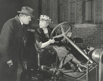 Kobieta bierze samochód dla wiru przeciw mężom życzy fotografia royalty free