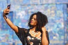 Kobieta bierze selfie Obrazy Royalty Free