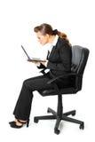 kobieta biznesowych laptopów spojrzeń parawanowa kobieta Fotografia Royalty Free