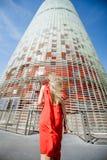 Kobieta blisko Agbar wierza w Barcelona Obraz Royalty Free