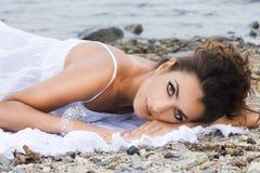 Kobieta blisko morza zdjęcie royalty free