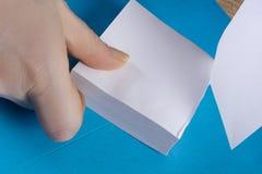 Kobieta blok dla notatek i ręki Obrazy Royalty Free