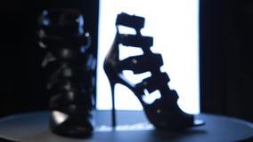 Kobieta buty na stojaku zdjęcie wideo