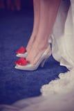 Kobieta buty z czerwonym sercem fotografia royalty free