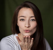 Kobieta buziak Fotografia Royalty Free
