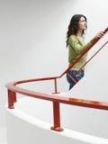 Kobieta Chodzi W górę schodków Indoors Zdjęcia Royalty Free