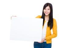 Kobieta chwyt z białą deską Zdjęcia Stock