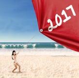 Kobieta ciągnie 2017 z bikini Fotografia Royalty Free