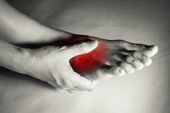 Kobieta cierpiąca od stopa bólu fotografia stock