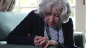 Kobieta Cierpi Z artretyzmem W Domu zbiory wideo