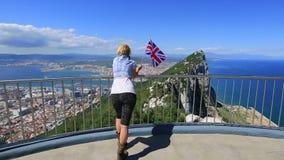 Kobieta cieszy się przy Gibraltar zbiory wideo
