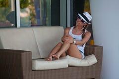 Kobieta Cieszy się wakacje w luksusowym hotelu obraz stock