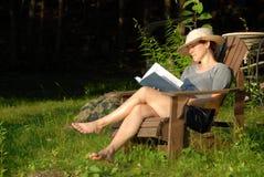 kobieta czytelnicza Obrazy Royalty Free