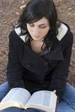kobieta czytelnicza Fotografia Royalty Free