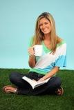 kobieta czytelnicza księgowa Zdjęcia Stock