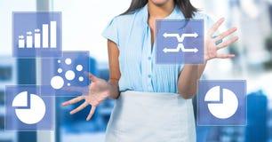 Kobieta dotyka biznesowej mapy statystyki ikony Zdjęcia Stock