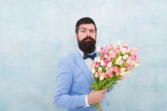 kobieta dzie? Formalna dojrza?a biznesmen mi?o?ci data z kwiatami szcz??liwy urodziny panna m?oda fornal przy przyj?ciem weselnym obrazy stock